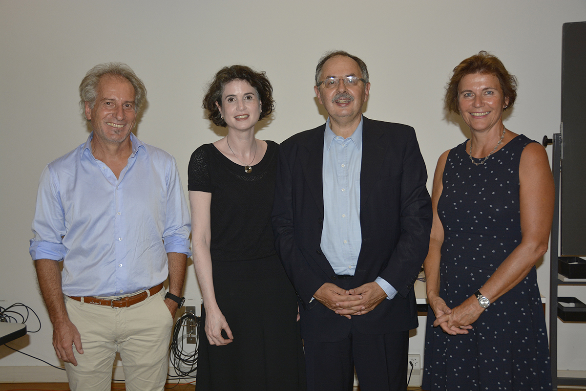Prof. Dr. Marcel Jacomet vom Institute for Human Centered Engineering, BFH, Sara Kviat Bloch vom Collegium generale, Arturo Baroncelli und Barbara Kindler vom Collegium Generale (v.l.n.r.) ©Universität Bern